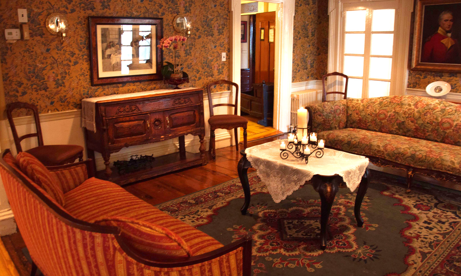 Parlor or living room best 25 victorian parlor ideas on for Living room vs family room